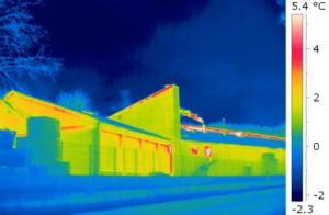 Überprüfung der Gebäudehülle von Industriebetrieben